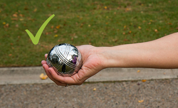 rules of petanque - holding the boule